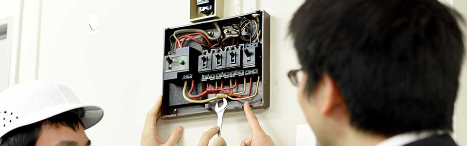大阪府大東市の電気設備工事、消防設備工事、空間設備業の株式会社恒星エンジニアの電気工事業の日常電気点検